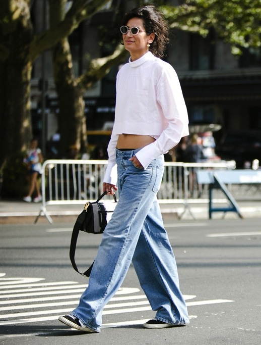 7-Le-Fashion-Blog-7-Cool-Ways-To-Wear-Baggy-Jeans-Crop-Top-Sneakers-Street-Style-Via-Womens-Wear-Daily